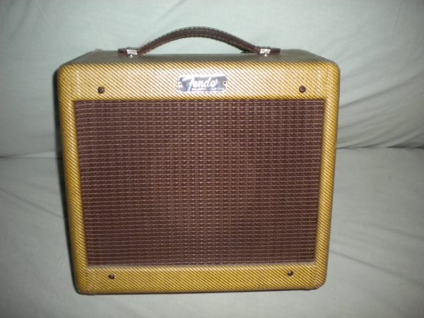 Tweed Fender Champ C-03084 front